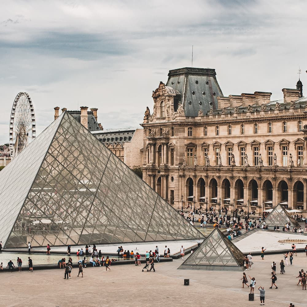 image of Louvre Museum
